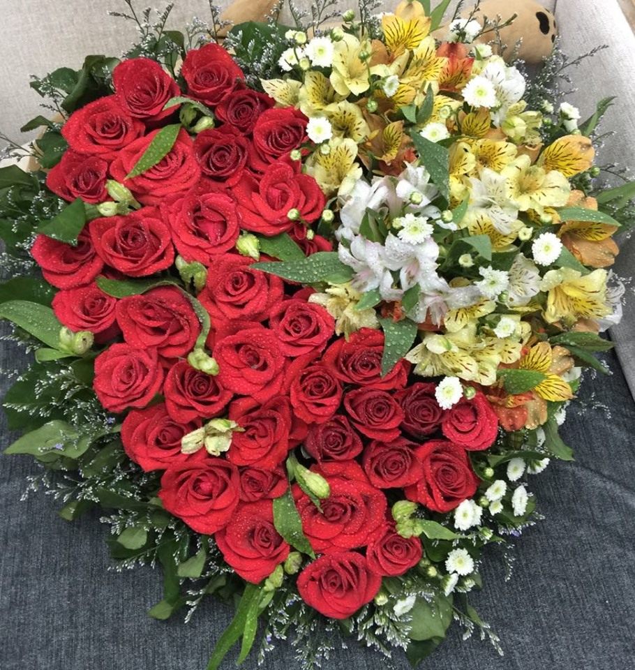 THREE DOZEN RED ROSES IN HEART BOX (4MUA HHF-R036HEART)