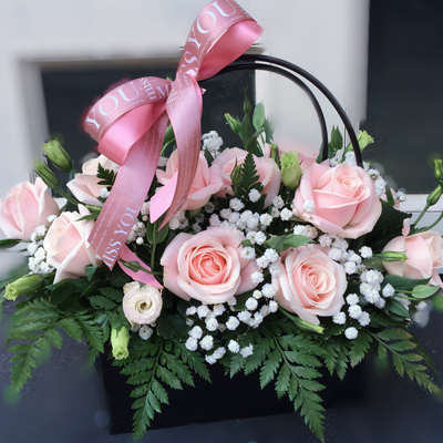 One dozen pink roses in basket (4mua BMS-004PINK)