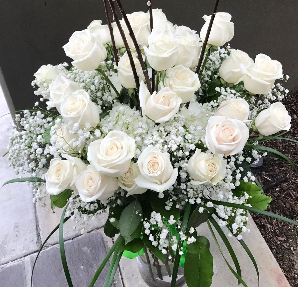 TWO DOZEN WHITE ROSE IN VASE (4MUA BMS-004WHI24R)