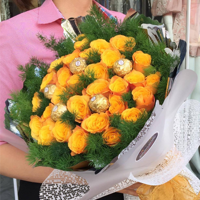24 YELLOW ROSES WITH FERRERO ROCHER CHOCOLATE BOUQUET / SAIGON ONLY (4mua BMS-007C3CHO2)