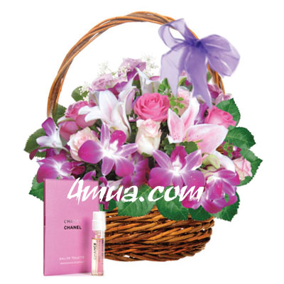 Flowers and gifts: Mixed cut Flowers in basket & Perfumer Mini 1.5ml (4mua BMS-FNG03)