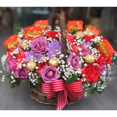 Flowers and Chocolate in basket / SaiGon only (4mua BMS-FNG4110)