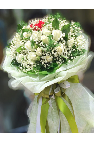 Three Dozens White and Red Roses Bouquet (4mua BOU-RO36MIX2)