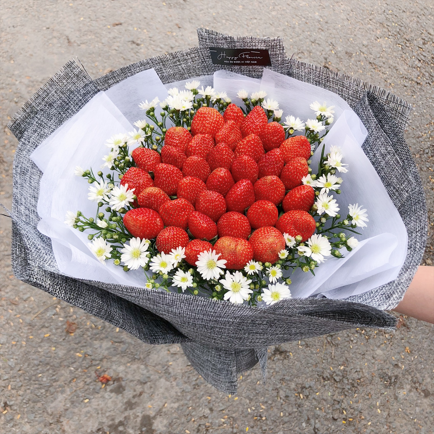 STRAWBERRY FRUIT BOUQUET / SAIGON ONLY (4MUA BMS-FRB003STR)