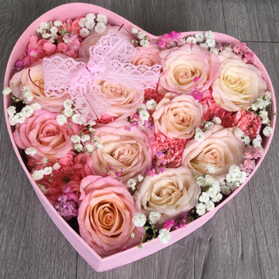 LOVE MY BE LOVE - ONE DOZEN PINK ROSES IN HEART BOX (4MUA HHF-PR012HEART)
