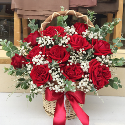 12 Red Ohara Roses in basket / SaiGon only (4mua HHF-RO12OHA)